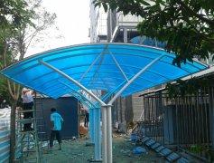 pc阳光板厂家:阳光面板、聚碳酸酯面板和其他塑料有什么不同?